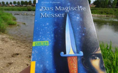 """Das Cover von """"Das Magische Messer"""" zeigt ein Messer und den Jungen Will."""